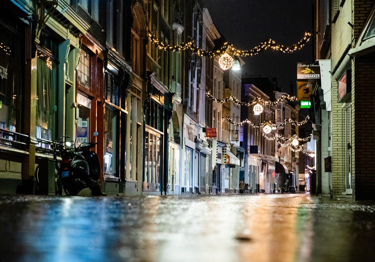 Een mistroostig beeld van de Dordtse Voorstraat.