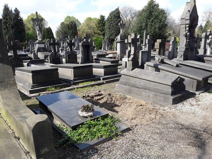 Een van de geruimde graven op begraafplaats Binnenstad.