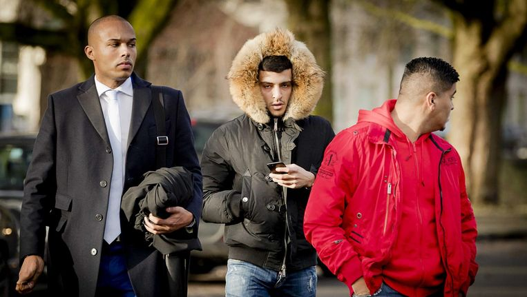 Rapper Boef (midden) komt aan bij de rechtbank Beeld anp