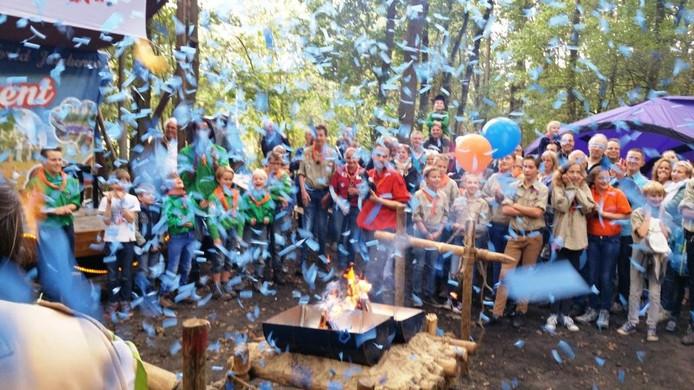 Wethouder Pennings van de gemeente Vught opende zaterdag symbolisch de nieuwe blokhut voor scoutinggroep Prins Willem van Oranje.
