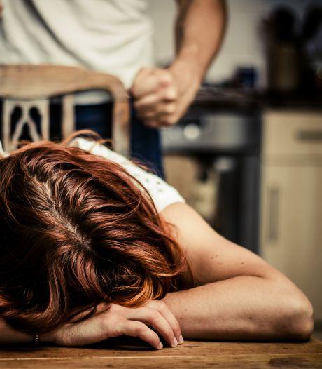 Arnhemmer flipt door drank en drugs en valt moeder aan