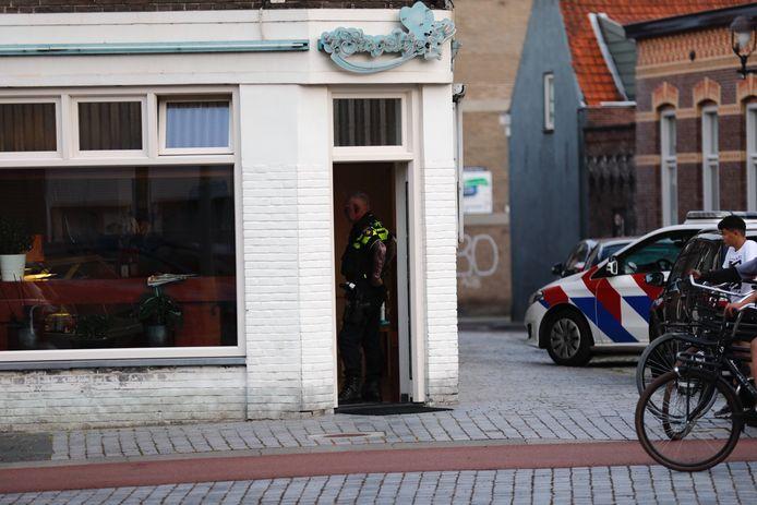 Een cafetaria in Bergen op Zoom werd zondagavond overvallen.