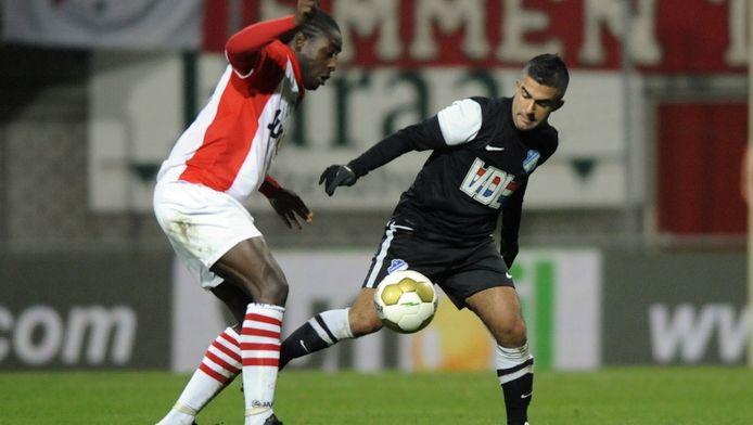 FC Emmen (l) en FC Eindhoven staan momenteel samen onderaan in de Jupiler League.