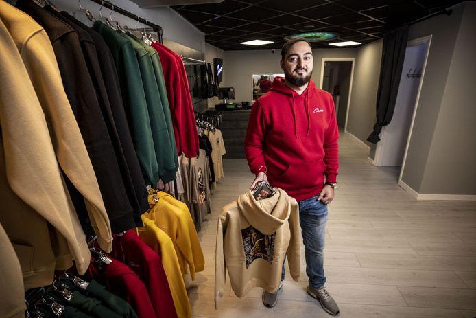 Engin Yagci opent zijn nieuwe kledingzaak Chaos aan de Korte Hengelosestraat.