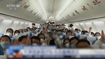 Er is ook goed nieuws: medische teams verlaten juichend Wuhan