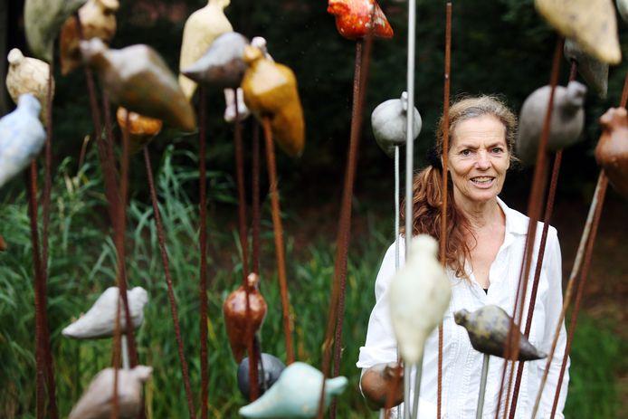 Deelnemer/mede-organisator Anja Boot bij haar werk.