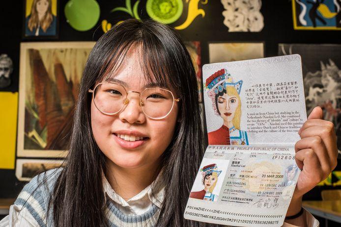 Xiaohui maakte zelf een paspoort, dat haar Chinese kant comcineert met haar Nederlandse omgeving.
