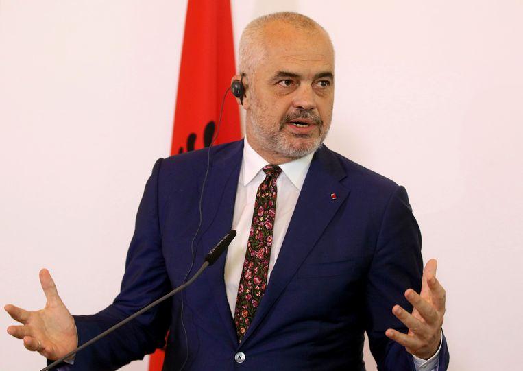 """De premier van Albanië, Edi Rama is fundamenteel tegen wat hij noemt """" is fundamenteel tegen """"het ergens dumpen van wanhopige mensen als giftig afval dat niemand wil""""."""