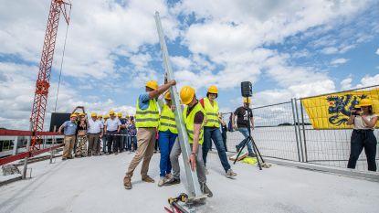 Bouw serre op dak REO Veiling nu echt van start: hier wordt straks de toekomst van glas- en stadstuinbouw ontwikkeld