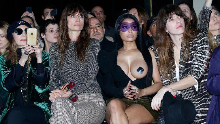 Nicky Minaj, front row in Parijs, in een jasje van Thierry Mugler Beeld Getty