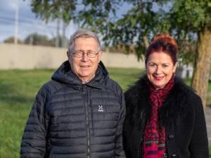 """Guido (70) en Jeannine (69) staan elke week voor de klas in Brussel: """"Maar wij zijn de oplossing voor het lerarentekort niet. Wij zijn de palliatieve zorg"""""""