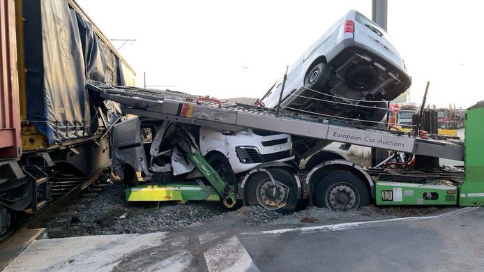 De schade op het autotransport is aanzienlijk.