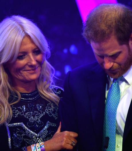 Le prince Harry ému aux larmes en évoquant sa vie de famille