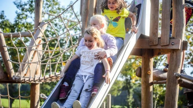 IN BEELD. Kinderen leven zich uit op gloednieuw speelterrein in domein d'Aertrycke
