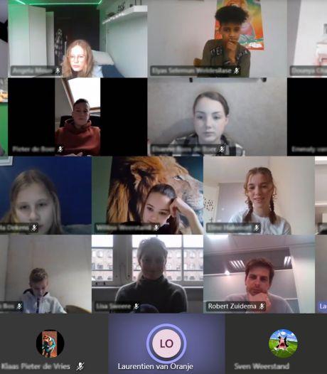 Jongeren uit Urk in gesprek met prinses Laurentien: 'We missen complimentjes'