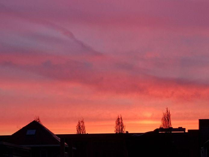 Prachtig gekleurde lucht boven Nijmegen vanmorgen