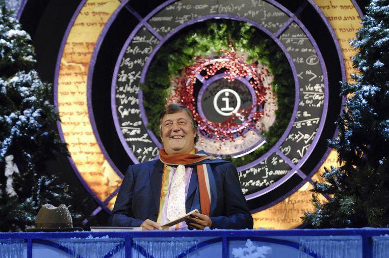 Fry presenteerde dertien jaar lang de BBC- panel-show 'QI'. Beeld BBC