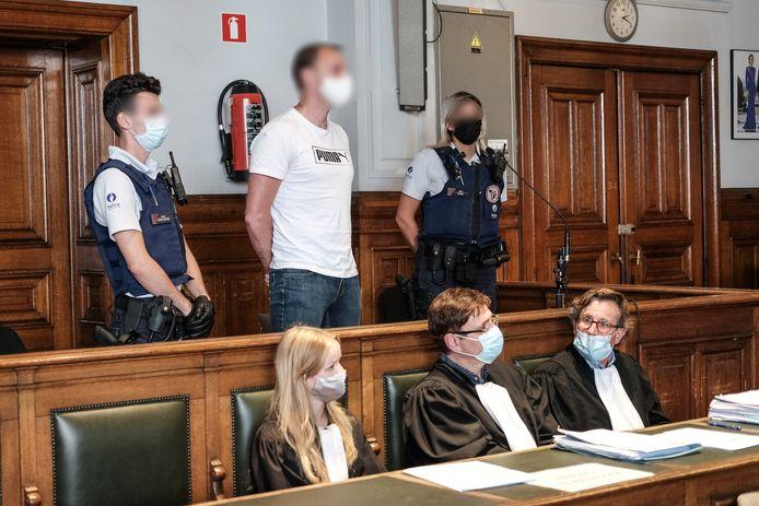 De beschuldigde Xavier Van Dam in de rechtszaal.