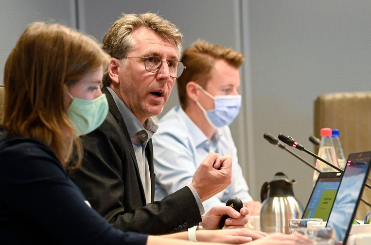 Volgens Vlaamse opdrachthouder Karel Vrancken zijn er geruststellende resultaten over de aanwezigheid van PFOSin Zwijndrecht.  Beeld Photo News