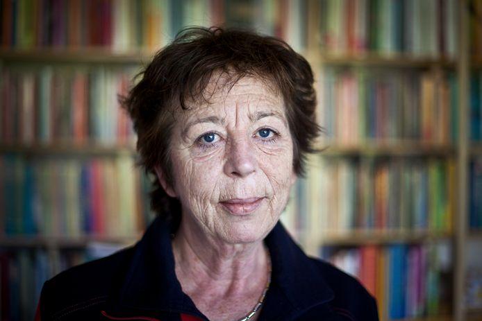 Schrijfster Renate Dorrestein in haar schrijfkantoor aan huis in Aerdenhout.