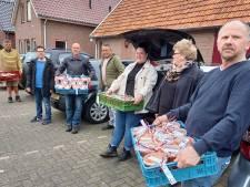 Groesbeekse voetbalclub DVSG bedankt trouwe achterban met een emmertje soep