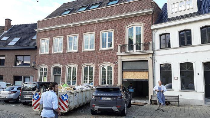 De voormalige notariswoning aan het Koningin Astridplein wordt verbouwd.