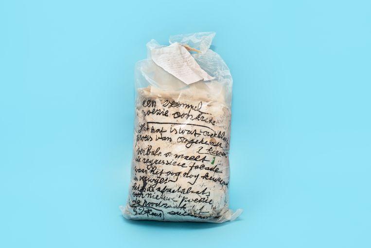 Versnipperd manuscript Gerard Fieret. Beeld Simon Lenskens