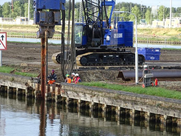 Voorbereidingen voor de aanleg van het doorvaartkanaal van en naar de Terneuzense Middensluis.