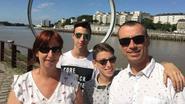 Broers die beide ouders verloren tijdens vakantie in Portugal zijn weer thuis