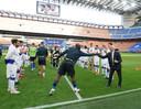 De spelers van Sampdoria vormden een erehaag voor de spelers van Inter, met gelegenheidsbankzitter Lukaku.