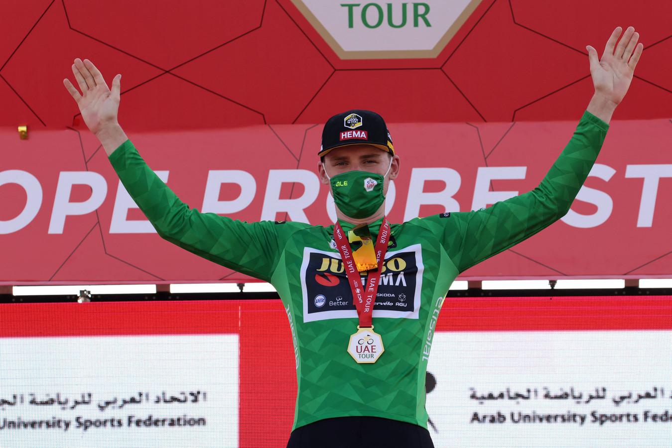 David Dekker mag de groene puntentrui aantrekken.