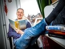Benny Lindelauf is een gevierd en beroemd schrijver, maar bijna niemand kent hem