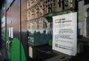 Telecombedrijven T-Mobile en KPN sluiten alle winkels tot in ieder geval 6 april vanwege maatregelen tegen het coronavirus.