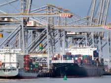 Havenwerkers brengen laatste groet aan omgekomen collega