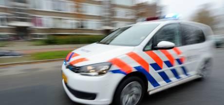 Barnevelder met vuurwapen bedreigd en bestolen van zijn auto terwijl hij voor het stoplicht staat