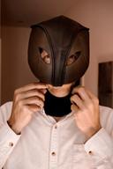 Thomas Goorden met een masker van 'De Kat'.