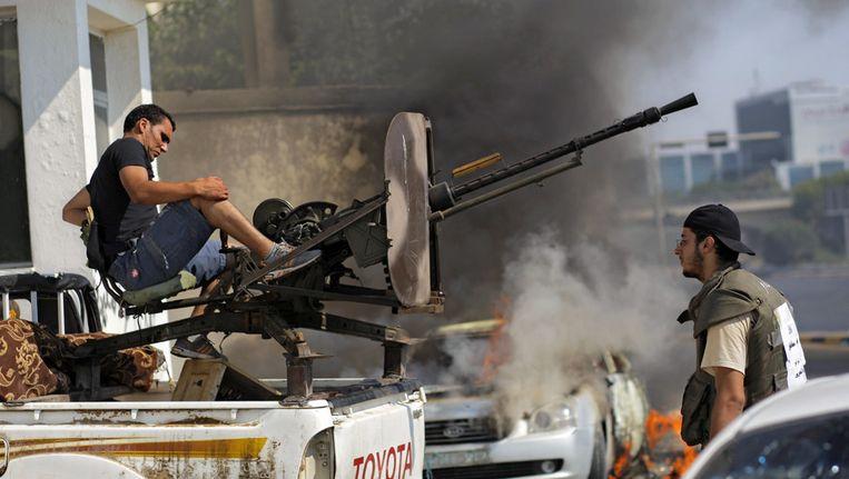 Libische opstandelingen vechten in het centrum van Libië. Beeld ap
