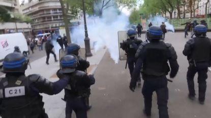 Politie reageert met traangas na gewelddadige incidenten tijdens 1 mei-optocht in Parijs
