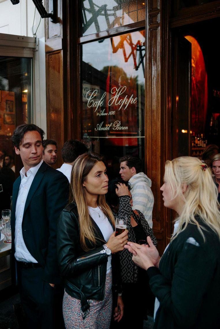 'Er gaan zo'n vijftig vaten bier per week doorheen' Beeld Marc Driessen
