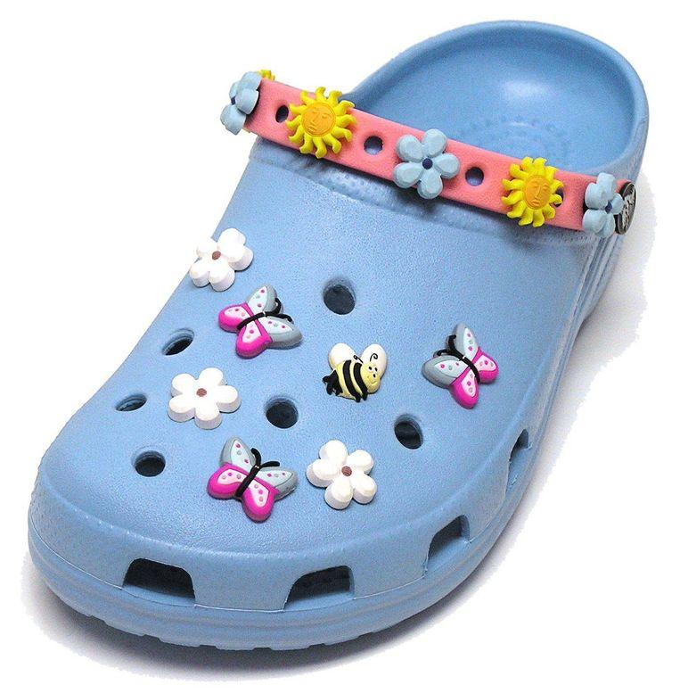 Met de Jibbitz die je in de luchtgaten kunt vastklemmen, leuk je je Crocs op.  Beeld GPD/PR