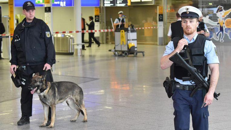 Verscherpte bewaking op de luchthaven van Frankfurt in maart, naar aanleiding van de aanslagen in Brussel. Beeld epa