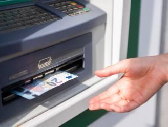 Binnenkort betalen om geld af te halen? Enkel voor deze KBC-klanten