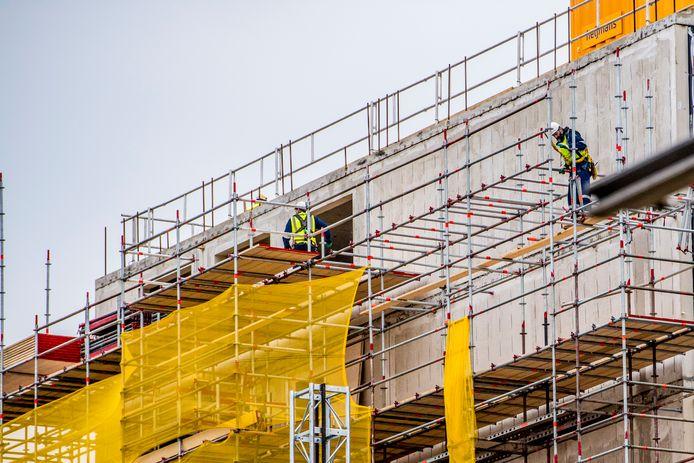 Bouwbedrijven komen in problemen door sterk stijgende bouwkosten.