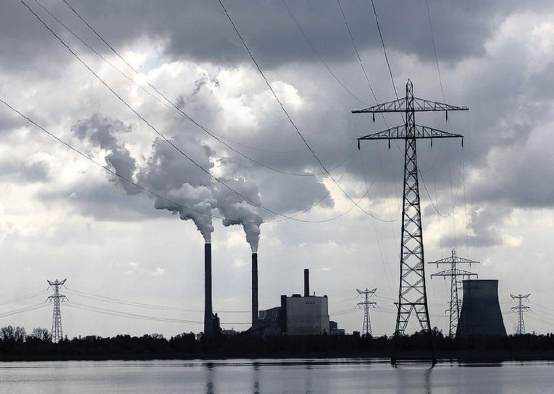 In de Amercentrale van Essent, bij Geertruidenberg, worden kolen en biomassa gestookt.