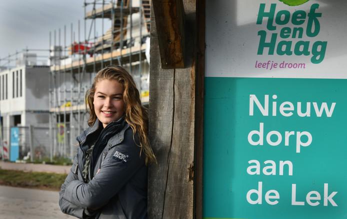 Eva Batenburg, die geld inzamelde voor een AED in Hoef en Haag.
