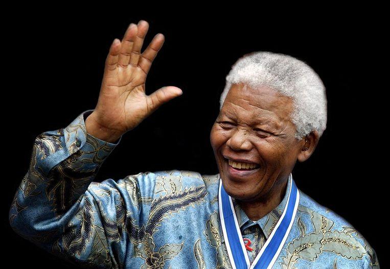 Nelson Mandela tijdens zijn bezoek aan Nederland in 2002. Beeld anp
