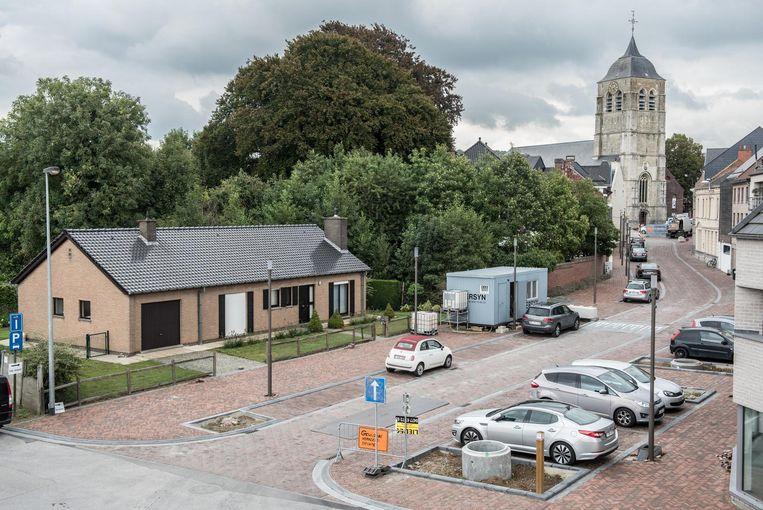 Het gemeentehuis en cultuurzaal komen op de site links.