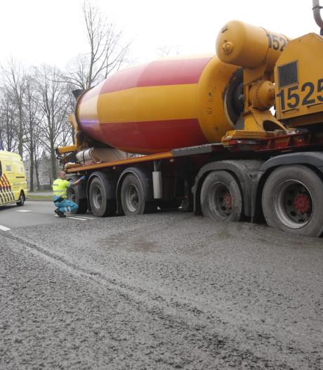 Oeps, betonmixer zit vast in eigen beton