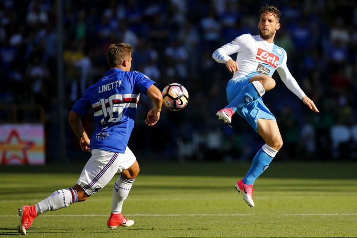 Dries Mertens (r) in actie tegen Sampdoria.