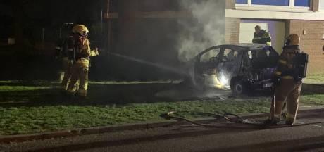 Auto uitgebrand in 'S-Heerenberg, vermoedelijk brandstichting